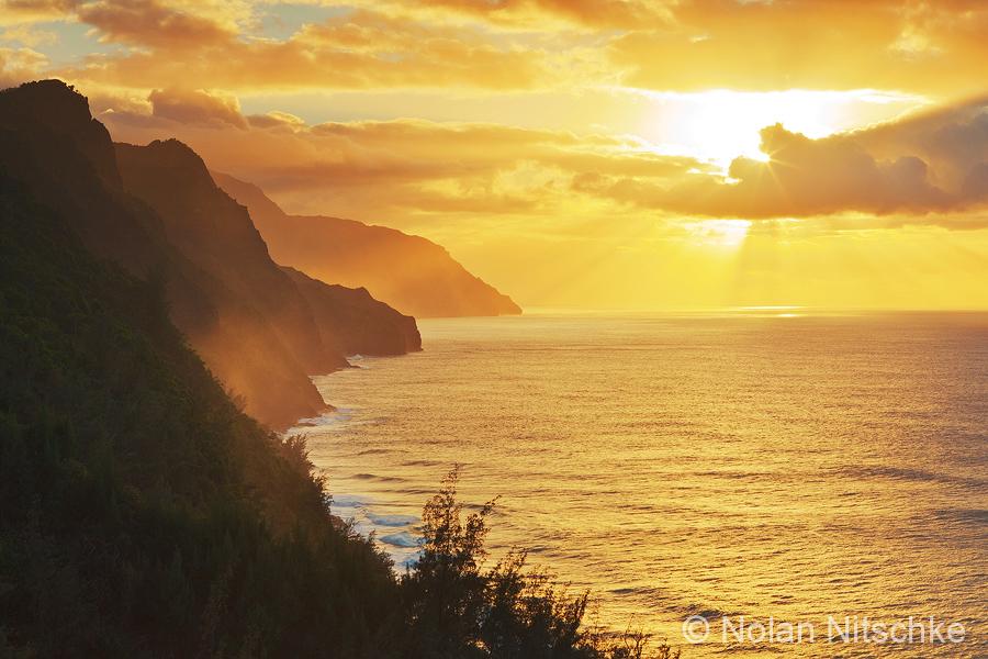 Na Pali Sun Rays by narmansk8