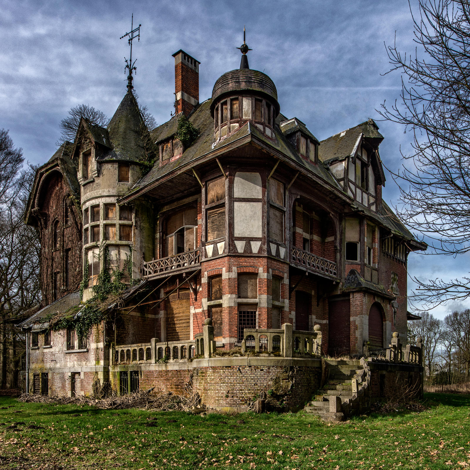 Abandoned Mansion In Belgium. Photo By Bram Zanden [OS