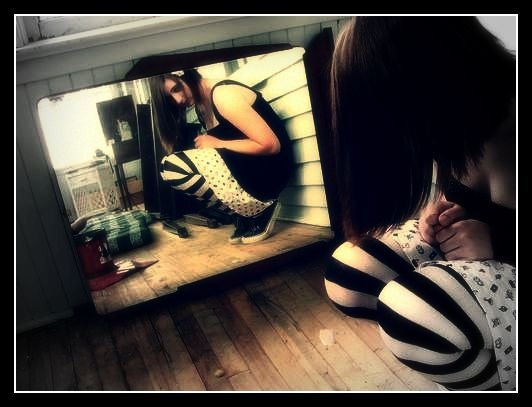 The other girl in the mirror by kawaiipantsune on deviantart for Mirror 7th girl