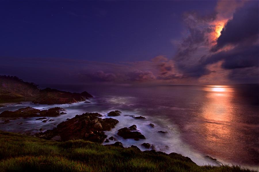 Moody Moon by BeauNestor