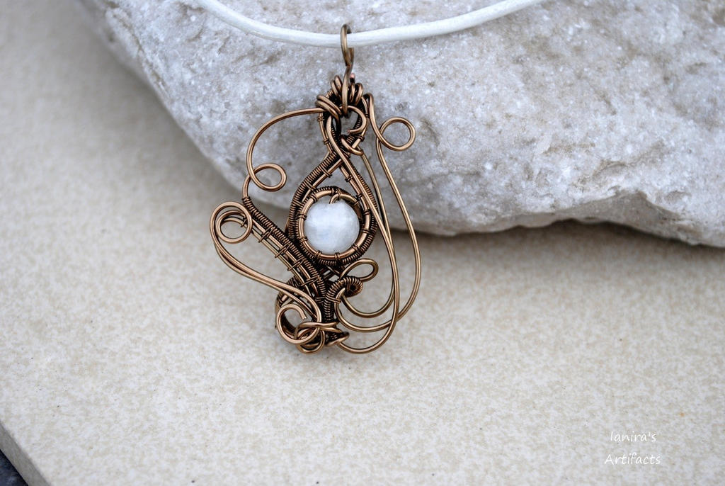 Moonstone wire wrapped pendant - OOAK by IanirasArtifacts