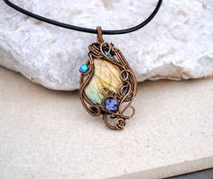 Labradorite wire wrapped pendant - OOAK by IanirasArtifacts