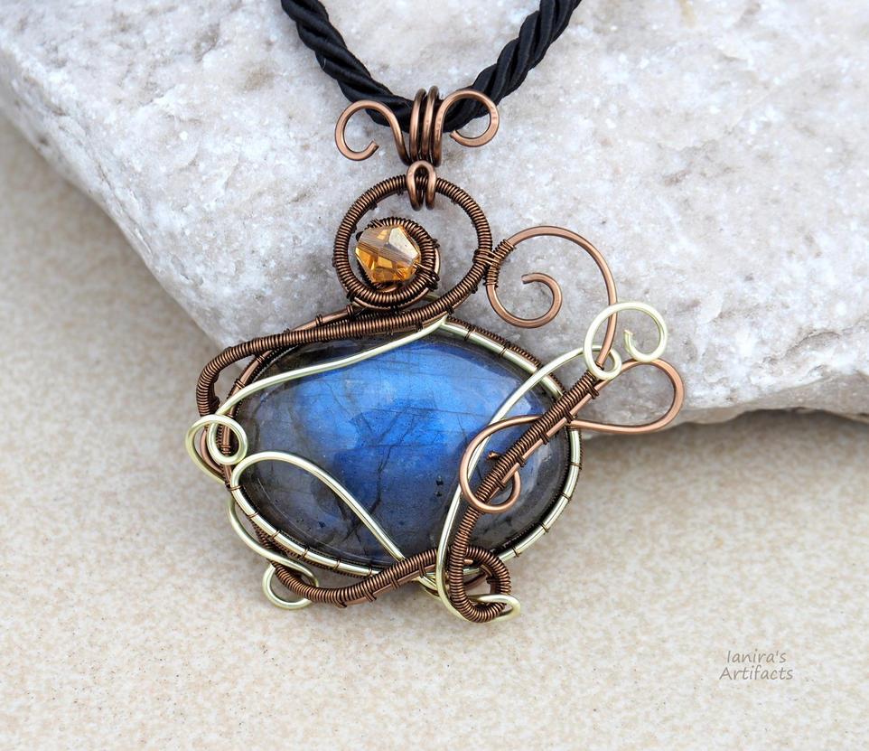 Labradorite wire wrapped pendant - ooak by IanirasArtifacts