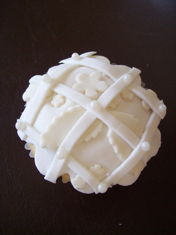 Wedding dress cupcake 2 by seethroughsilence on deviantART