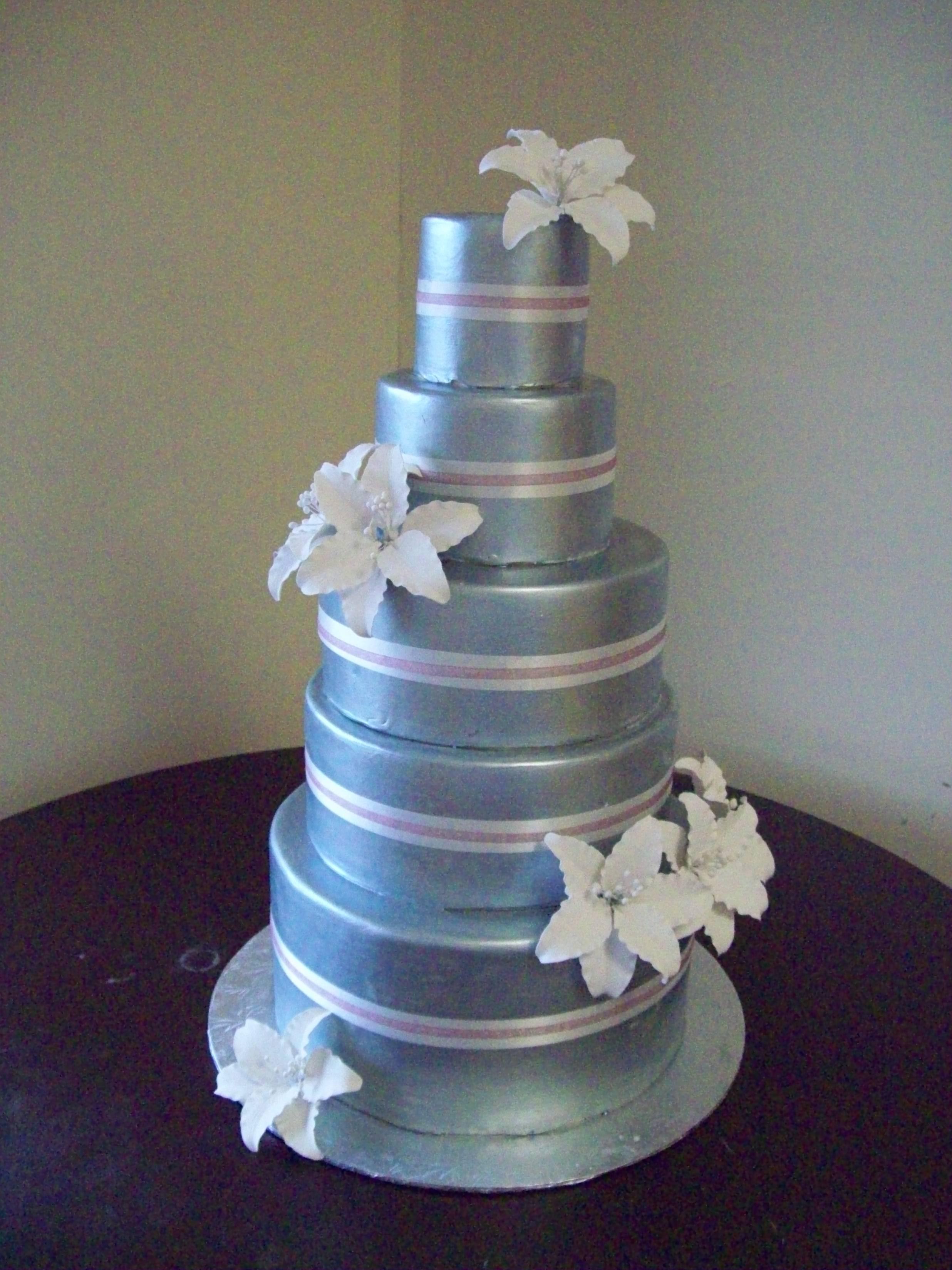 http://fc00.deviantart.net/fs50/f/2009/263/f/0/Silver_wedding_cake_by_see_through_silence.jpg