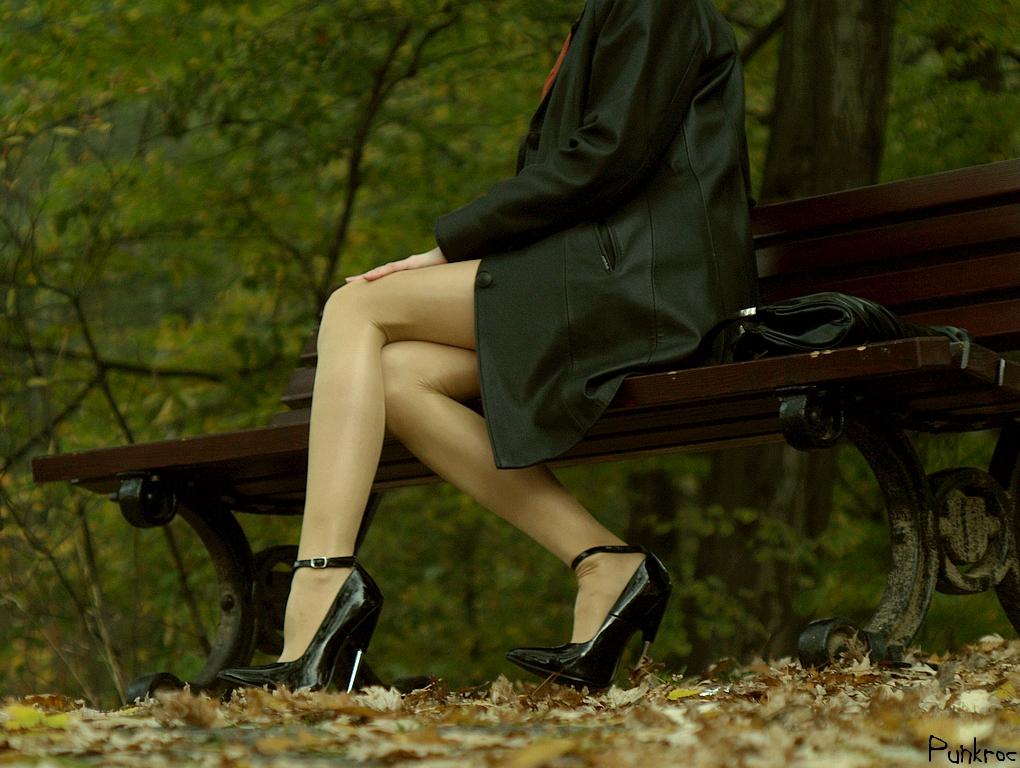 http://fc09.deviantart.net/fs34/f/2008/299/1/3/Hiiiigh_heels_by_punkroc.jpg