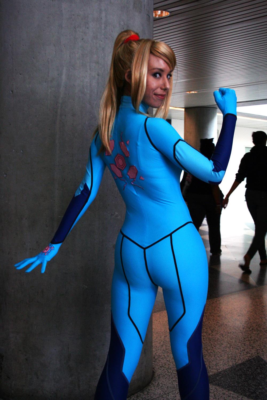 Dark suit samus cosplay