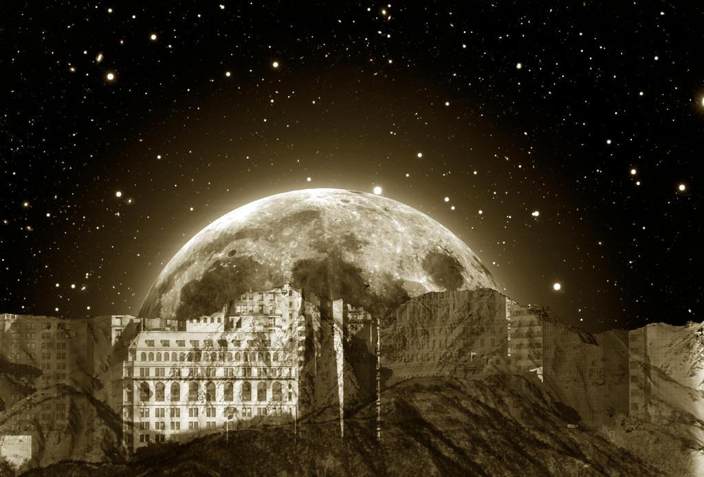 Full moon rises over New York City c ab eAmericas
