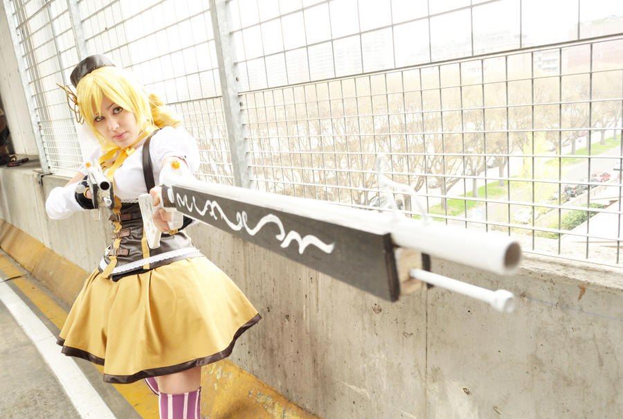 Shot. Tomoe Mami cosplay by Giuzzys