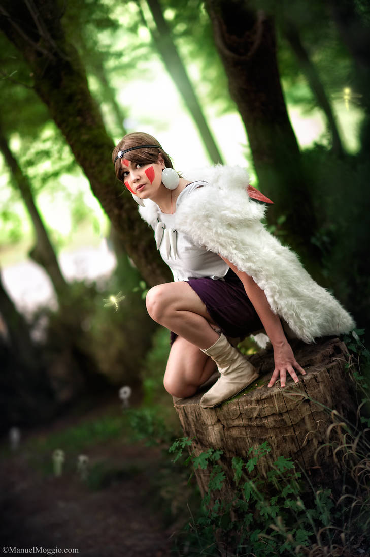 Listen to the forest. Mononoke Hime cosplay.