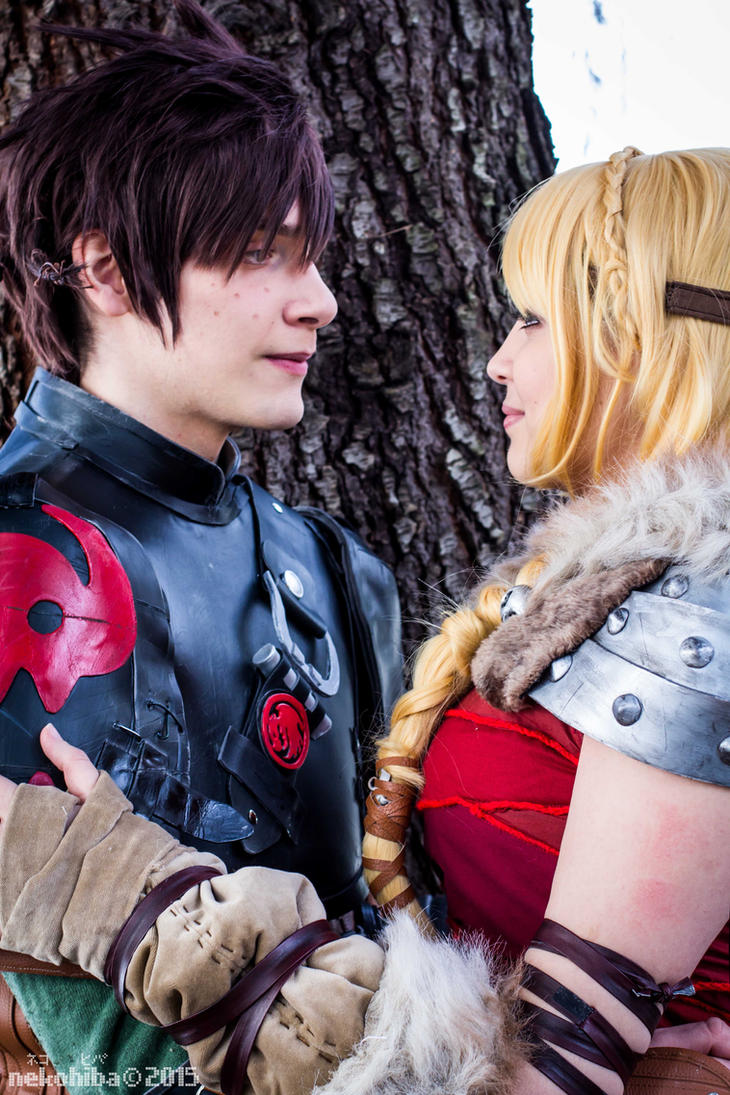 Stupid look at me. Astrid, Hiccup cosplay. by Giuzzys