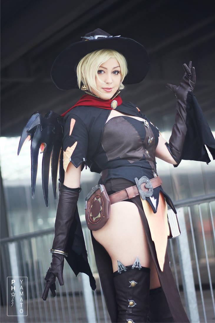 Mercy. Overwatch Cosplay.