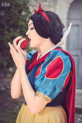 Apple. Snowwhite cosplay.