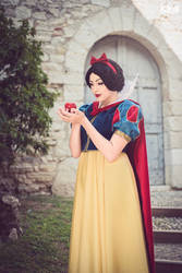 dont eat it. snow white cosplay girl