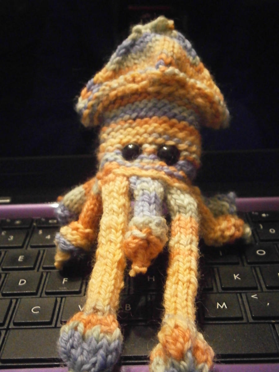 knitted squid by spot1the2dog3