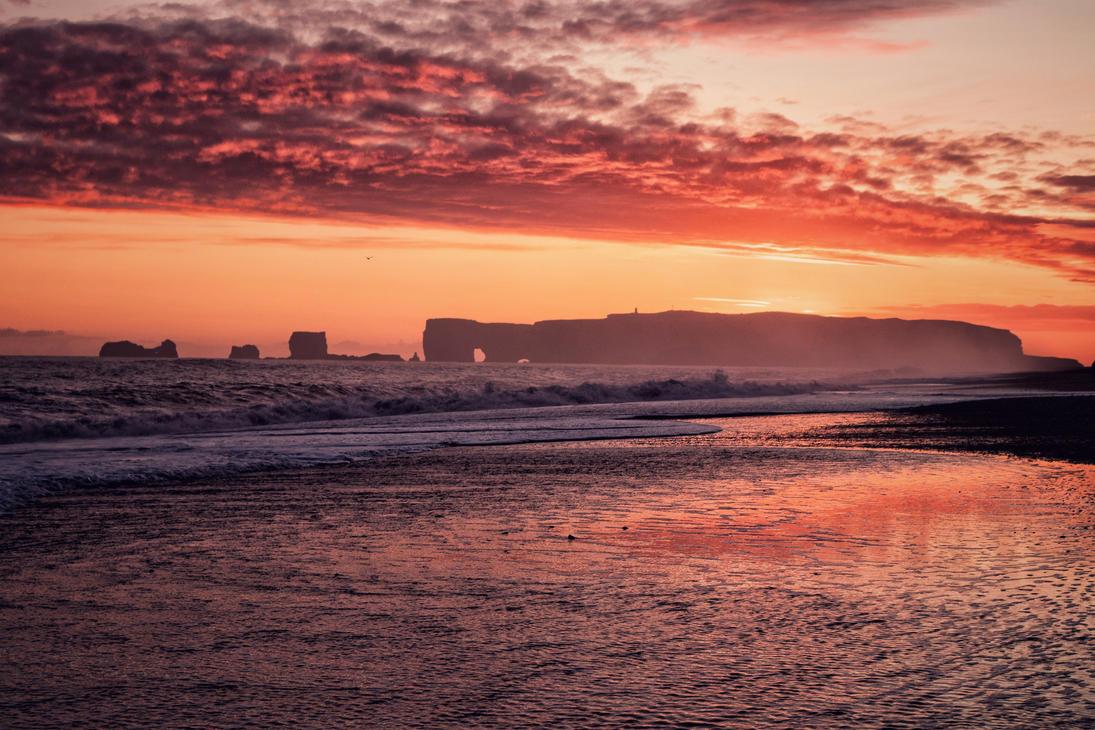 Icelandic Sunset by voytela