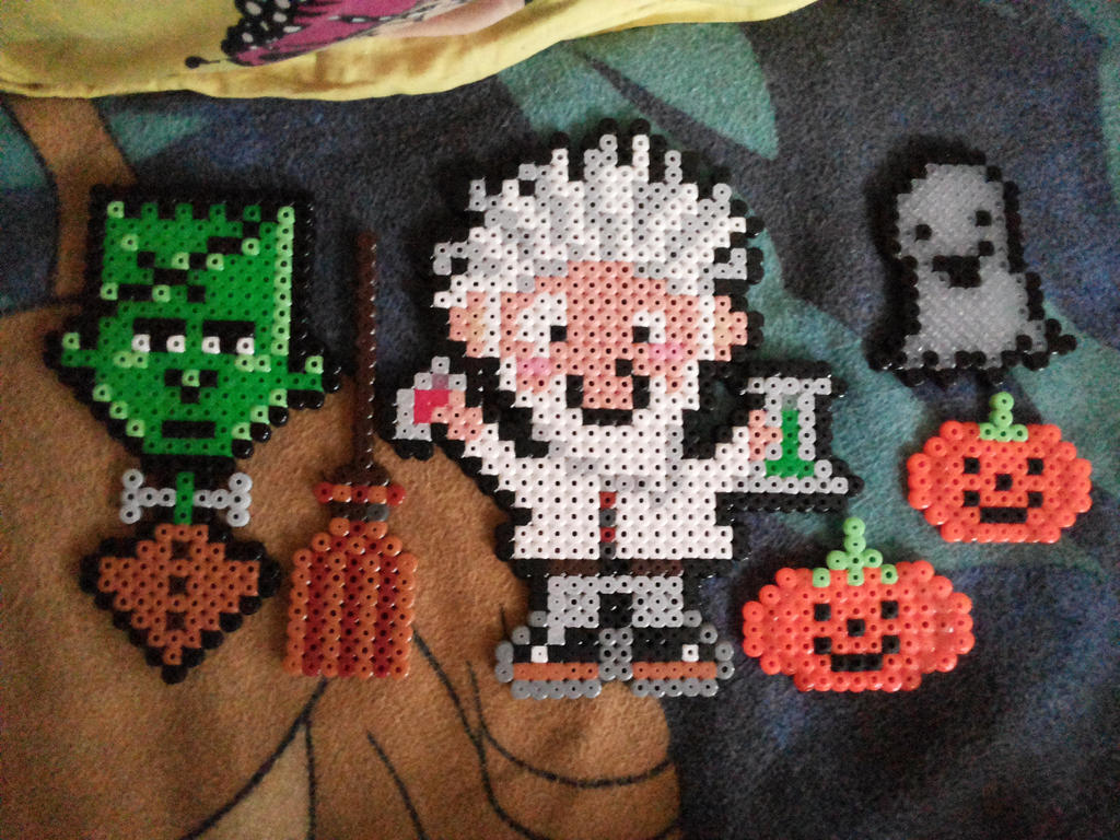 Halloween ornaments made with Hama beads by kratosisy