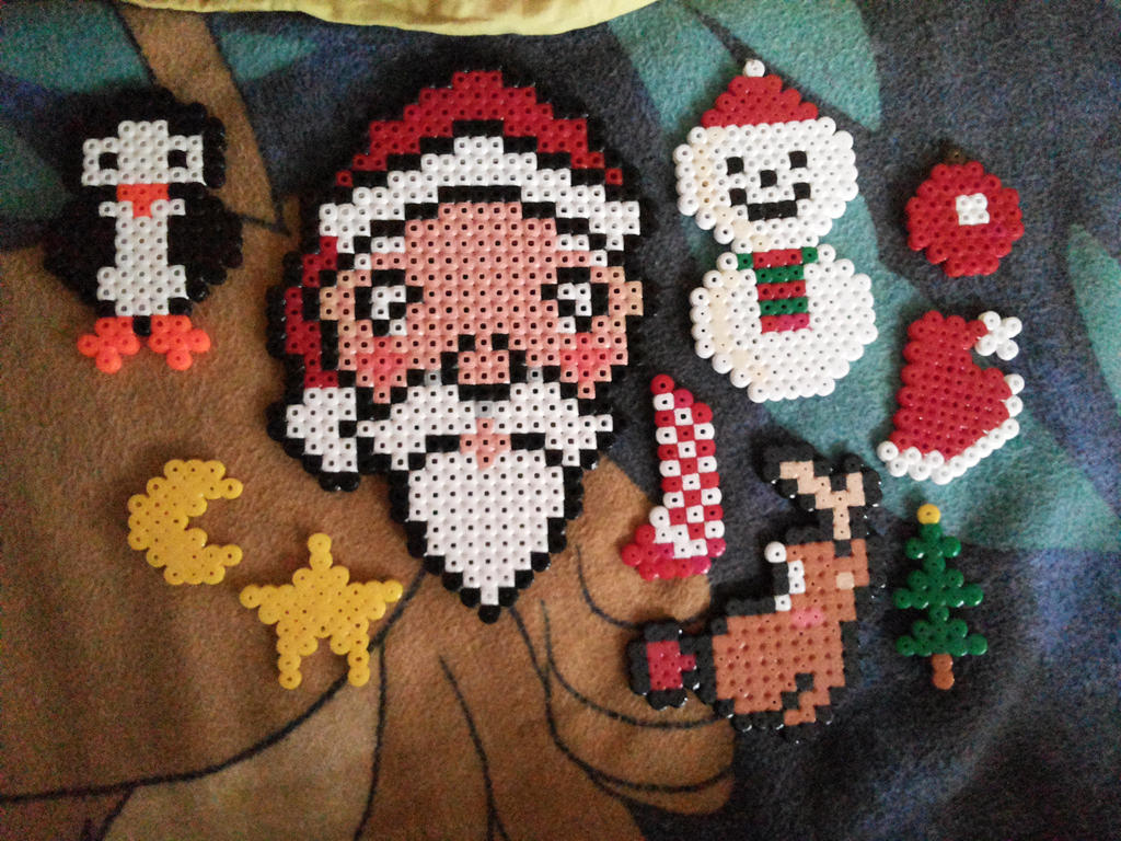 Various Christmas ornaments with Hama Beads by kratosisy