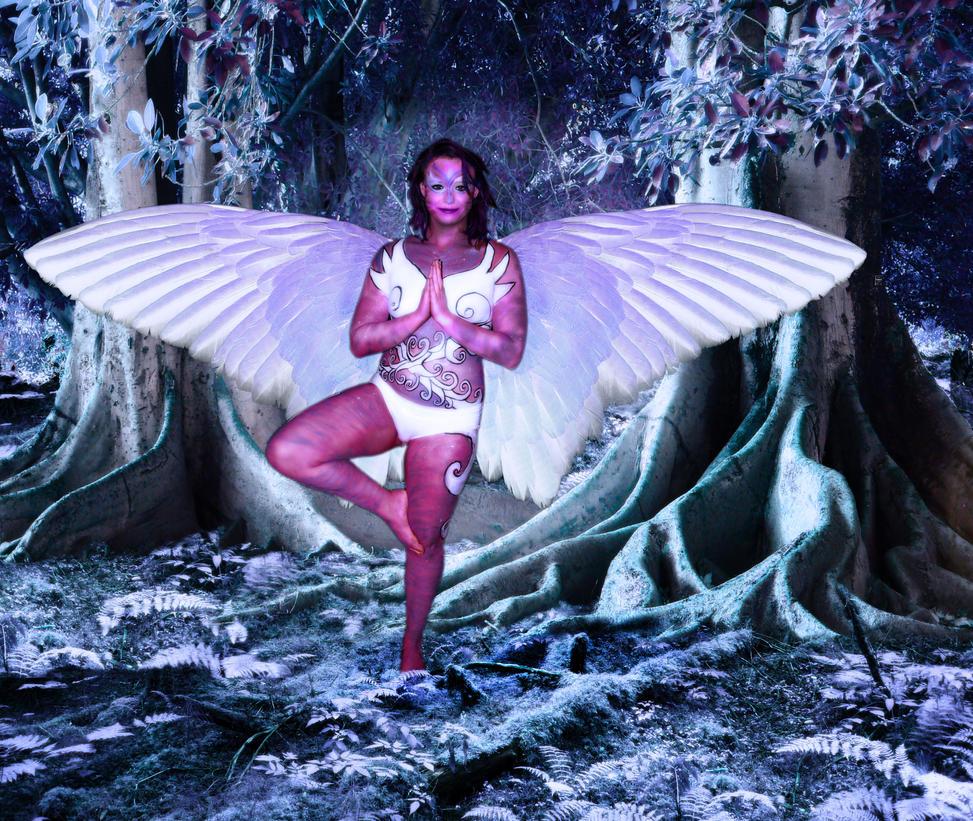 Alien Angel Peace by lovehate-eternal