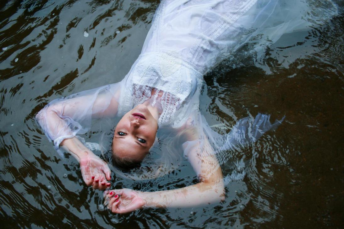 Floating by lovehate-eternal