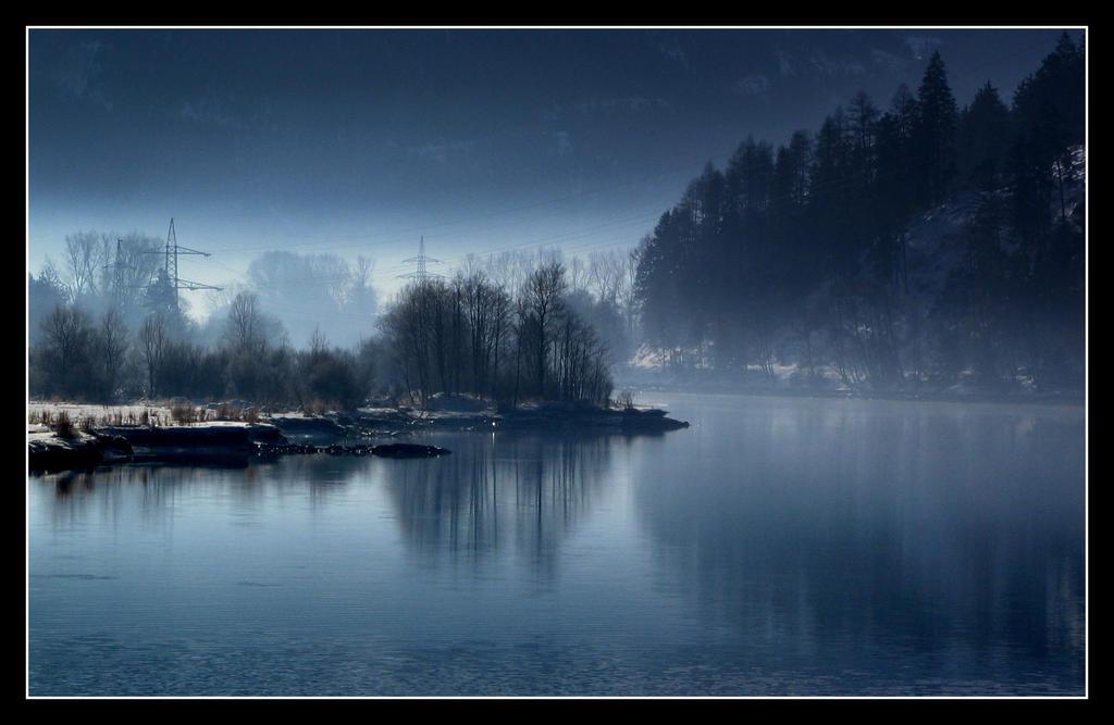 Blue Valley by tenetsi