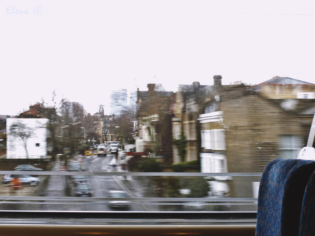 The girl on the train by florpurpura