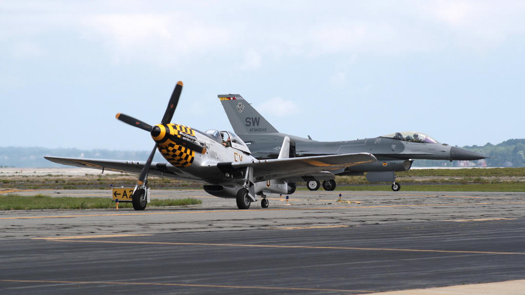 P-51 and F-16 Taxiing by harbingerdawn