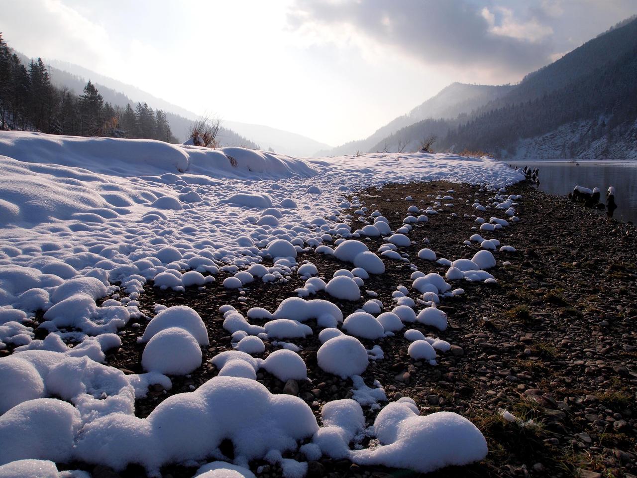 Snowballs by Burtn