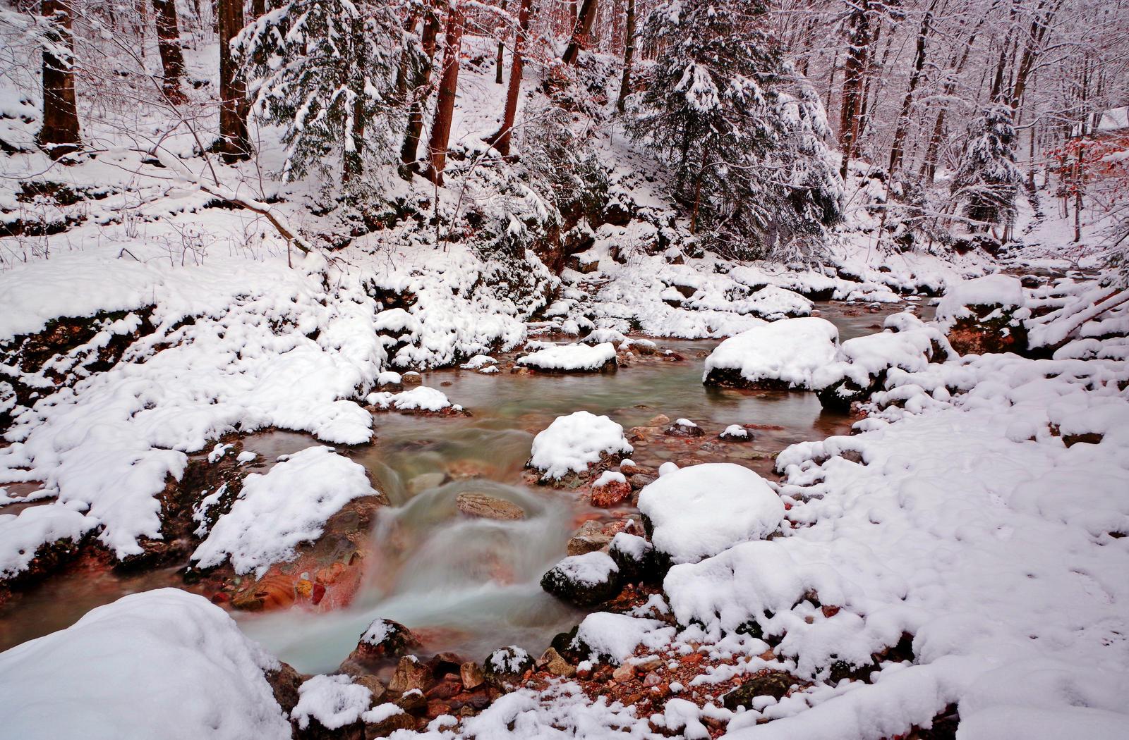 Snowy River by Burtn