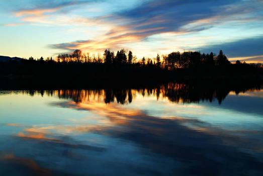 Reflecting Lake Wallpaper
