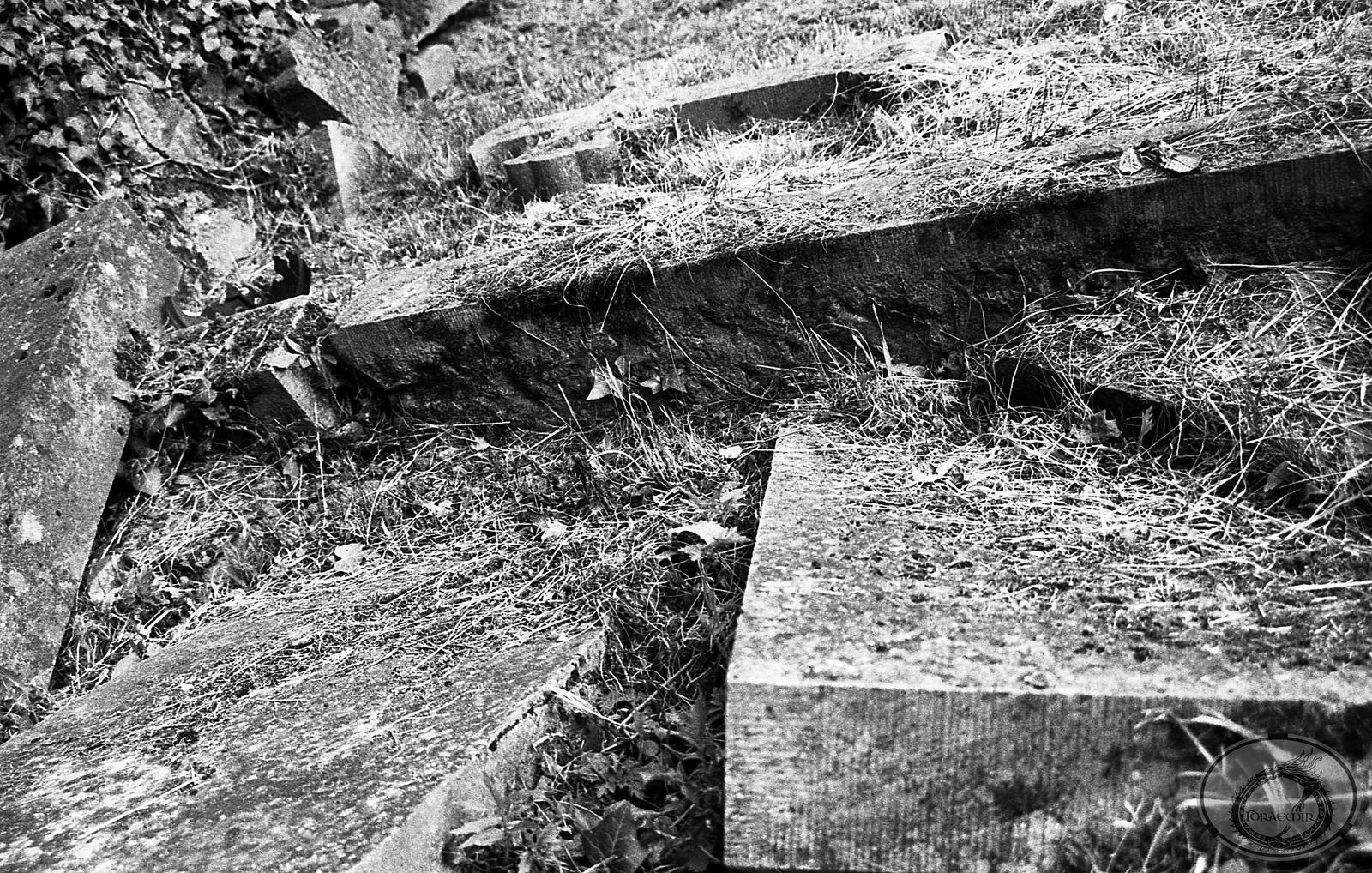 Chaotic Graveyard by Idraemir