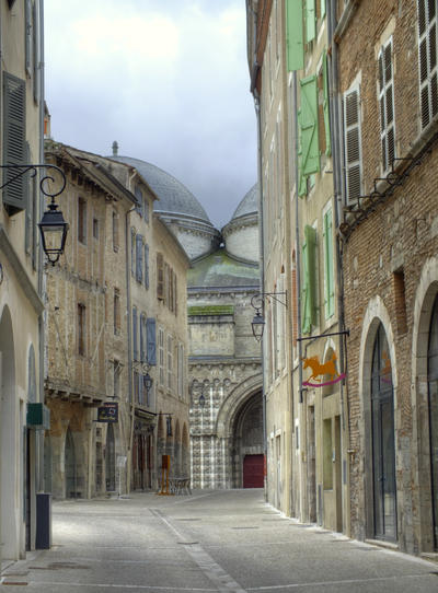 Medieval street and cathedral - Cahors 12