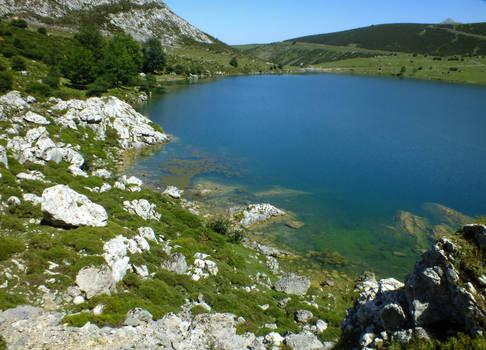 Picos de Europa 127 - Mountain lake