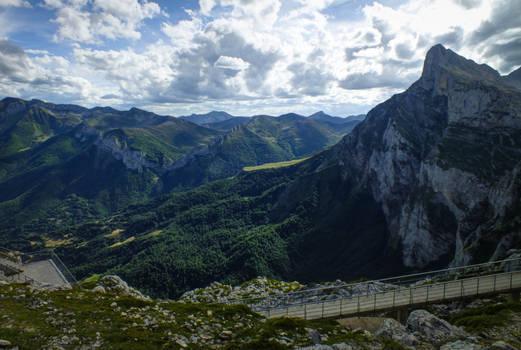 Picos de Europa 125 - High mountain and bridge