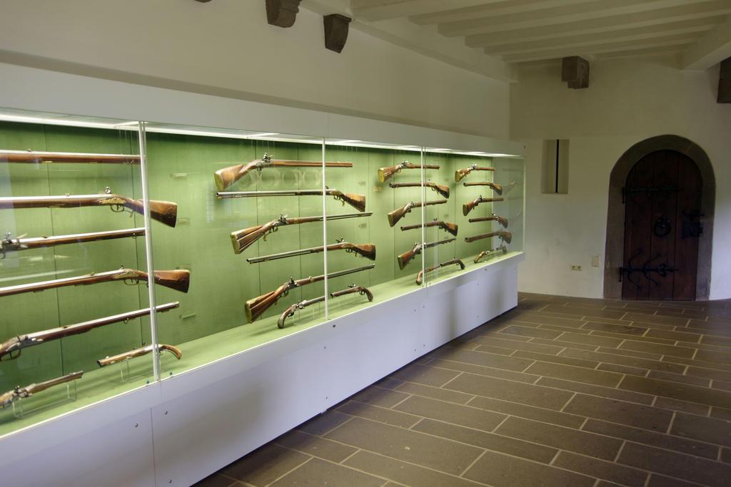 in der Schatzkammer von Schloss Eltz