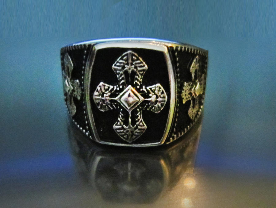 pretty ring by Goldphishy