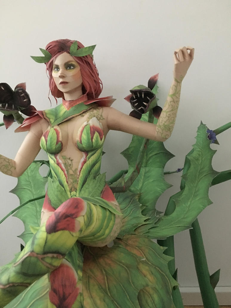 poison ivy Papercraft view 2 by giden445