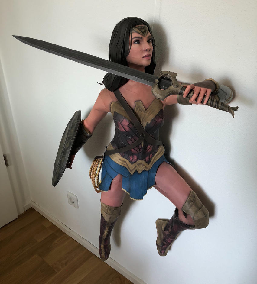 Wonder Woman Papercraft by giden445