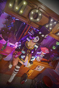 Moxxi's Bar - A Gutter Brother?