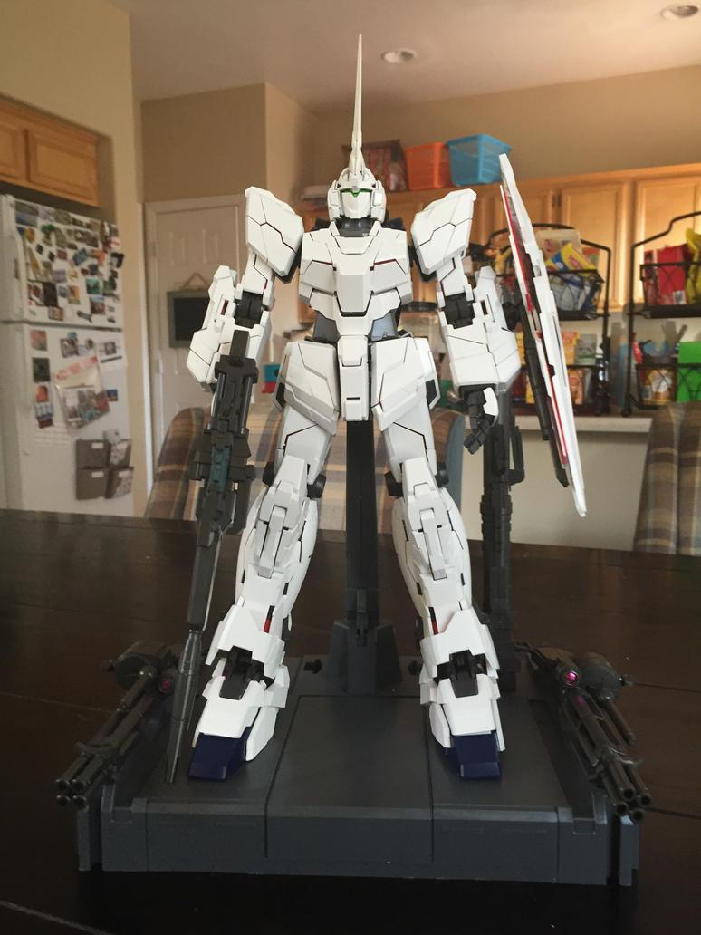 PG Unicorn Gundam Unicorn Mode by XrosBrony