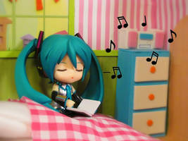 A Year of Miku - Week 2: Listen to the Radio by parkforestelf