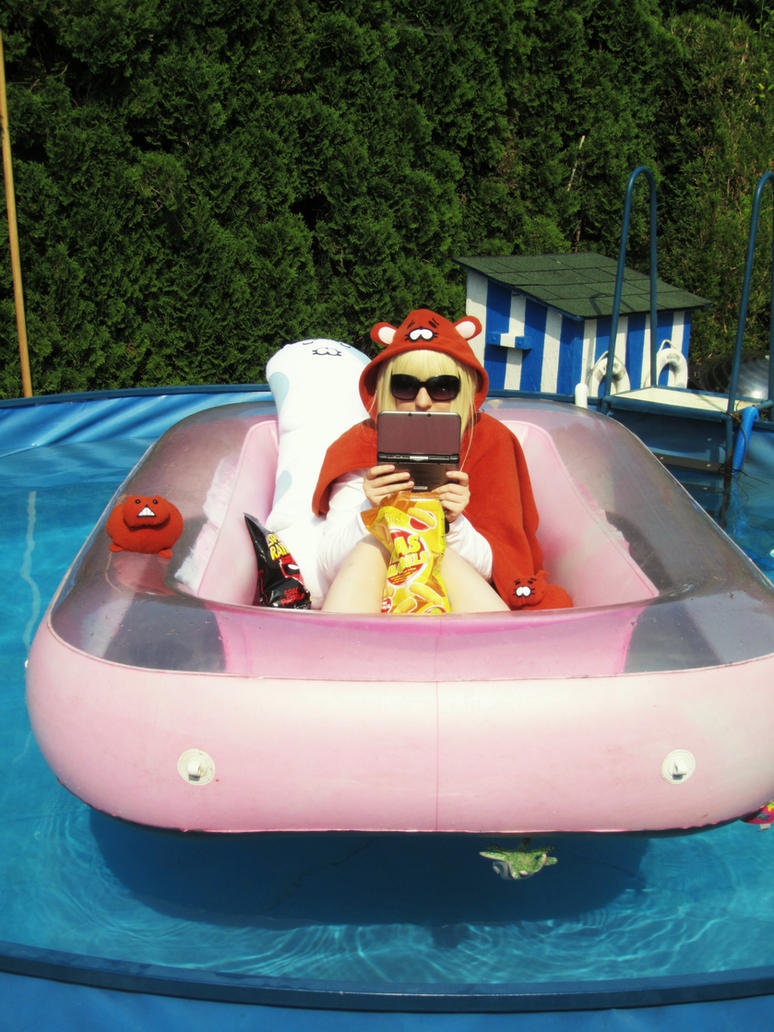 Umaru's pool time by UndercoverKadaj