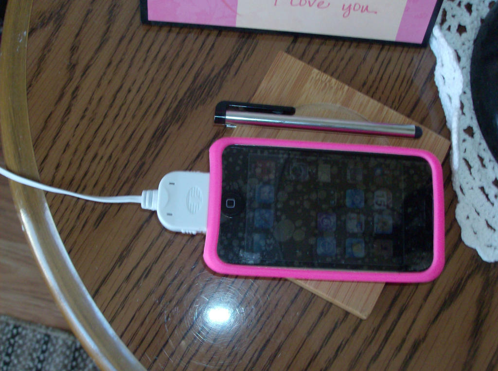 my  ipod touch by kassieskatergirl98