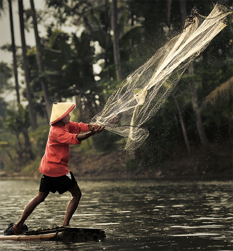 Throwing the net by GregoriusSuhartoyo