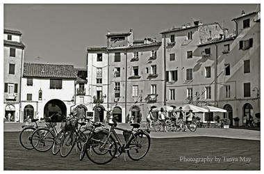 Piazza Anfiteatro, Lucca by Tanya-May