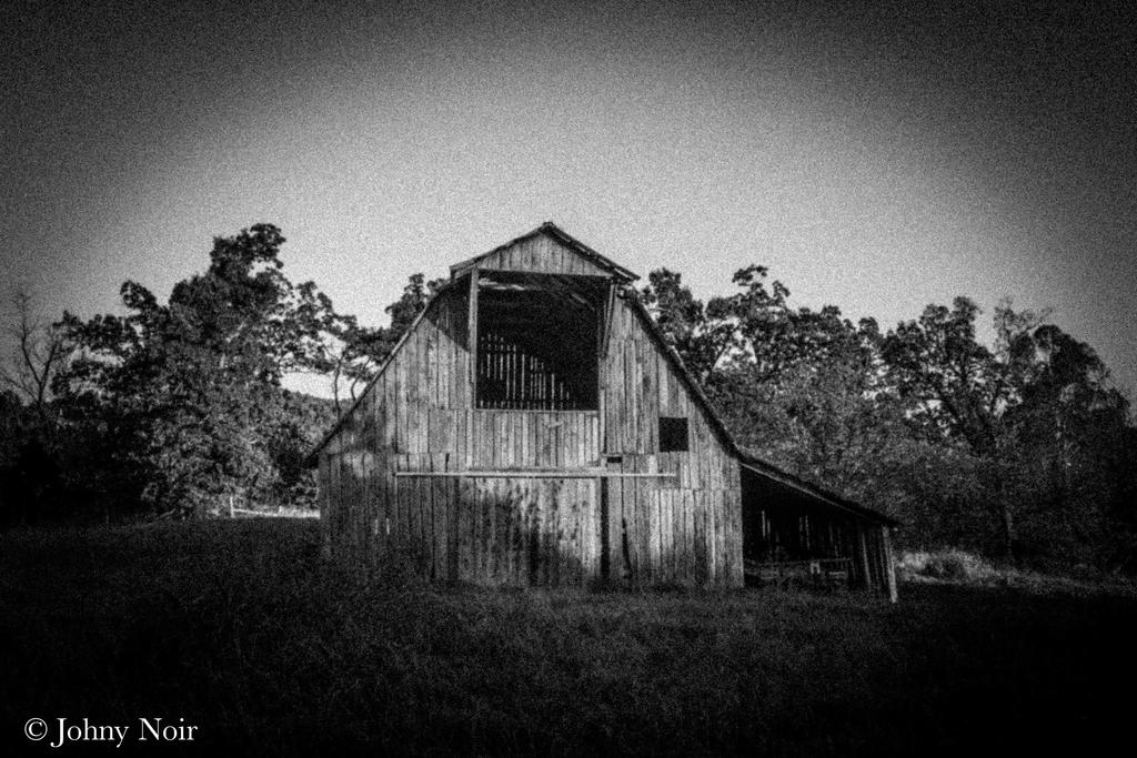 Experimental Barn by JohnyNoir