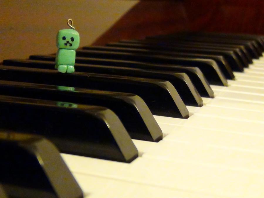 Minecraft Creeper by blueelolita