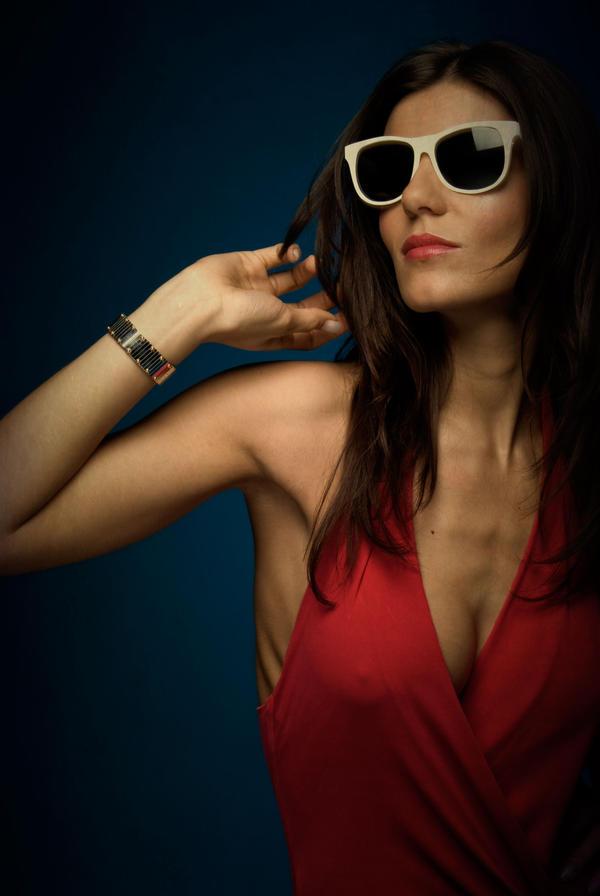 http://fc07.deviantart.net/fs51/i/2009/321/0/9/White_Glasses_and_Red_Dress_by_MorningMorning.jpg