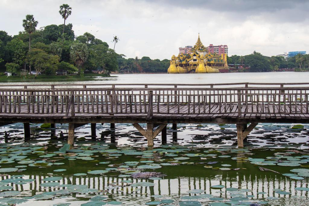 Karaweik, Myanmar by DrDrum666