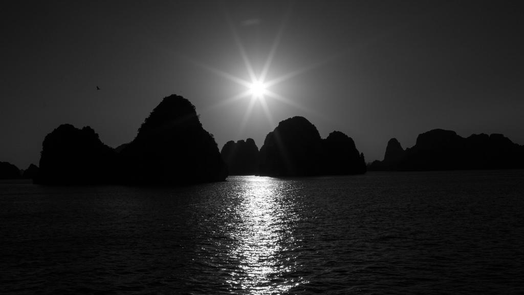 Ha Long Bay, Vietnam by DrDrum666